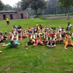 De jeugdteams helpen een seniorenteam bij hun foto-opdracht: Van Persieing!