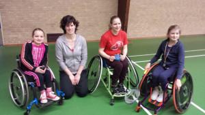 De aangepast badminton trainingsgroep op zaterdagochtend.